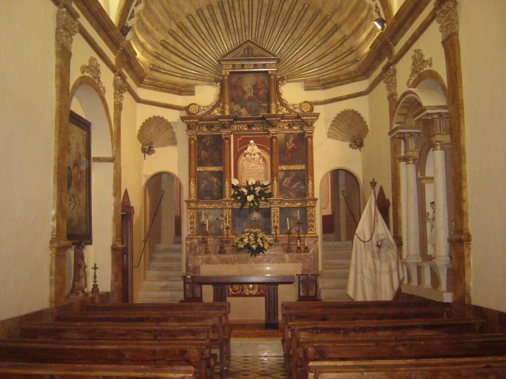 L'interior de l'Ermita de la Santíssima Trinitat. (Foto: Xavier Lozano)