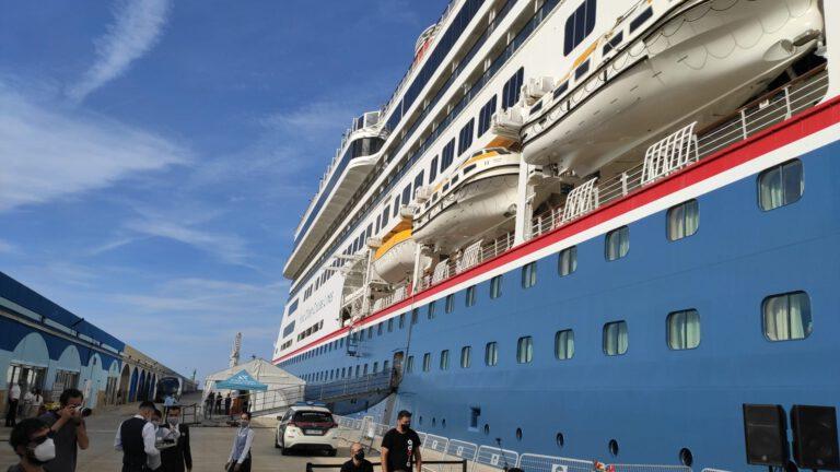 El Monestir de Poblet rep excursionistes del primer creuer de la temporada al Port de Tarragona